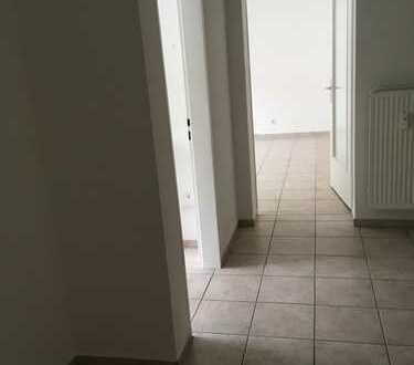 Schöne, geräumige drei Zimmer Wohnung in Frankfurt am Main, Eschersheim