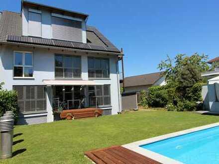 Wohntraum -Sparsames 3-Familien-Passivhaus, 2 Balkone, Swimmingpool, Photovoltaik, großes Grundstück