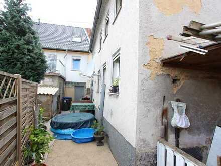 Einfamilienhaus in 2. Baureihe - renovierungsbedürftig mit Innenhof - derzeit vermietet