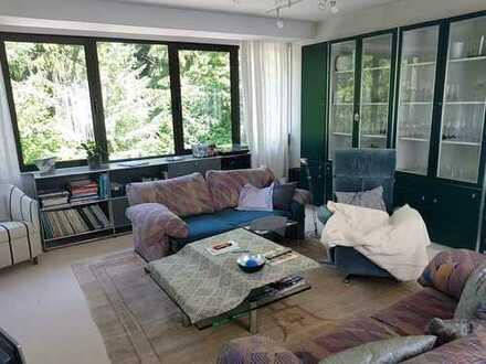 Außergewöhnliche Wohnung mit zwei Balkonen und Ausblick auf parkähnliche Anlage