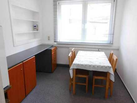 Helles sauberes Zimmer in netter 4-er WG