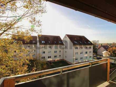 Lichtdurchflutet und mit tollem Ausblick: Vermietete 3-Zimmer-Dachgeschosswohnung mit 2 Balkonen