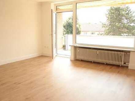 Perfektes Wohnen, top sanierte 3 Raum mit Einbauküche ,Südloggia, Parkett etc. etc.