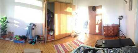 hell, Holzboden, hohe Decke und 27qm in der Essener Innenstadt