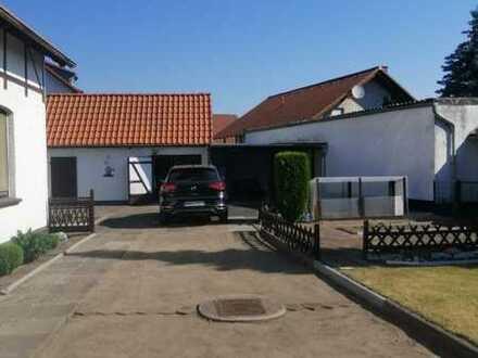 Haus mit kleinem Hof und Ausbaupotenzial