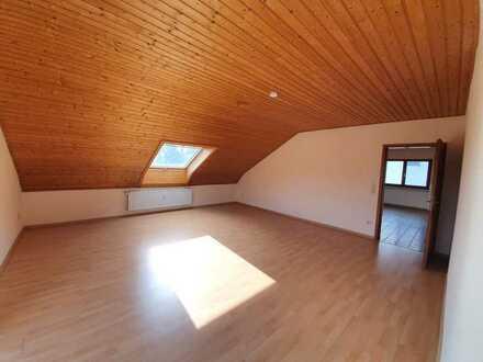 Attraktive 3-Raum-DG-Wohnung mit EBK und Balkon in Glattbach