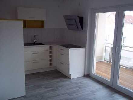 hochwertige 4 Raum Wohnung in zentraler Lage mit EBK, Balkon, Fahrstuhl, Parkhaus,TV-Paket inklusive