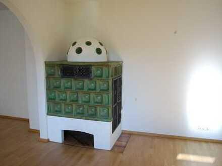 Modernisierte 2-Zimmer-Wohnung mit Balkon und EBK in Prien