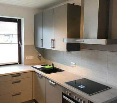 Erstbezug nach Sanierung: Schöne 2,5 bis 3,5-Zimmer-Wohnung mit Einbauküche und Balkon in Molfsee