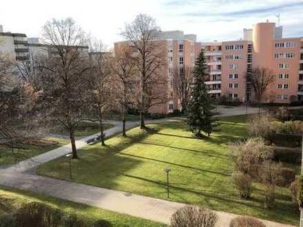 Vollständig renovierte 4-Zimmer-Wohnung mit 2 grossen Balkonen und EBK in Hadern, München