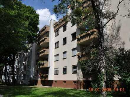 äußerst attraktive und helle 4-Zimmer Wohnung mit Blick ins Grüne