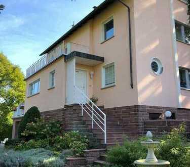 - Eleganz trifft Moderne – Residenz-Villa im Maintal mit imposantem Blick auf Main und Weinberge