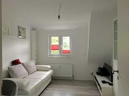 moderne, helle und gemütliche 2-Zimmer-Dachgeschosswohnung mit Einbauküche