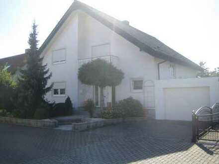 Vermiete freistehendes geräumiges Einfamilienhaus/Zweifamilienhaus in 67259 Heuchelheim