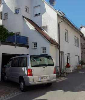 SEHENSWERTES Mehrfamilienhaus im Stadtkern, drei schöne Wohneinheiten: 130qm WF + 38qm ausgebaute NF