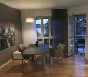 Schöner Wohnen mit Balkon, Kamin und Einbauküche in Frankfurt am Main