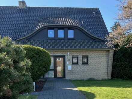Freistehendes Haus mit 2 Garagen und 4.411 qm Grundstück in Moers-Asberg zu verkaufen