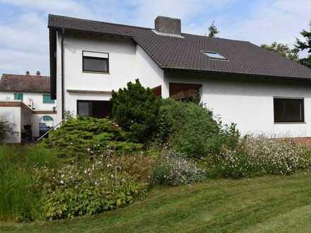 Viel Wohn- und Gartenfläche für die Familie oder als Mehrgenerationenhaus (von Privat)