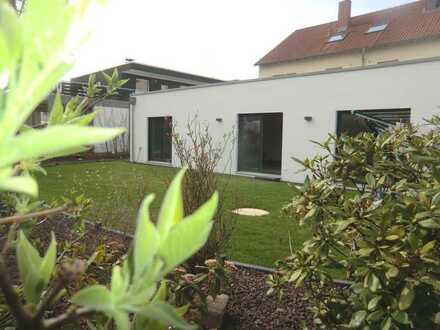 Neubau! Luxuriöser Bungalow mit Garten & Stellplatz