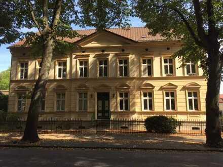 Ihr Wohn(t)raum? 2-Zimmerwohnung im attraktiven Jugendstilhaus, mit hochwertiger EBK+Mieterarten, EG