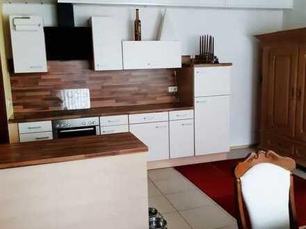 Gepflegte Maisonette-Wohnung mit vier-fünf Zimmern sowie Terrasse und Einbauküche in Johannesberg