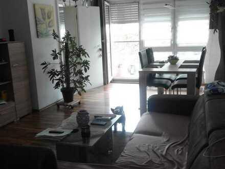 Gepflegte Erdgeschosswohnung mit zwei Zimmern und Balkon in Ludwigshafen am Rhein
