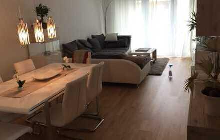 Neuwertige barrierefreie 3 Zimmer Wohnung 81 qm, EBK, Suedbalkon, Parkettboden, Fussbodenheizung
