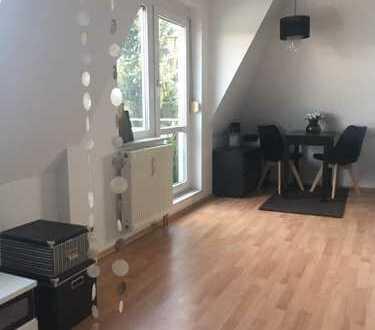 Exklusive, neuwertige 1,5-Zimmer-DG-Wohnung mit Balkon und Einbauküche in Niefern-Öschelbronn