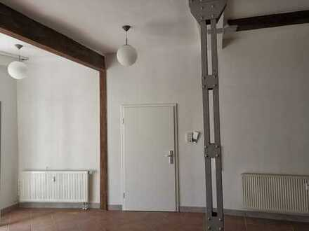 Erstbezug nach Sanierung: attraktive 2-Zimmer-EG-Wohnung im Industriestyle mit Einbauküche