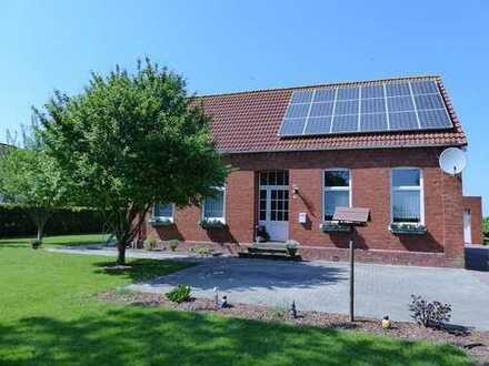 R E S E R V I E R T !!! Einfamilienhaus mit zwei Einliegerwohnungen in Bunde - Landschaftspolder
