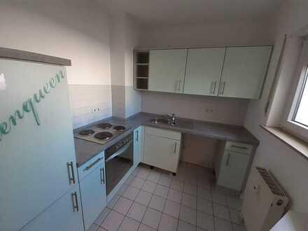Gepflegte Dachgeschosswohnung mit zwei Zimmern sowie Dachterasse und EBK in Schwetzingen Schälzig