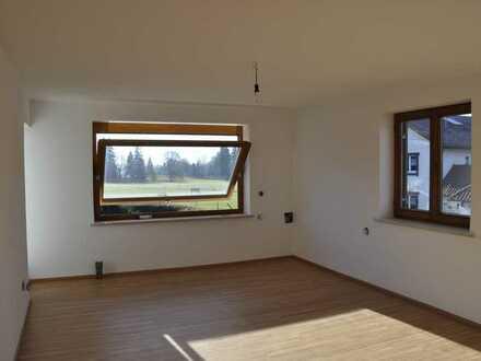 Helle, vollständig renovierte 4-Zimmer-Wohnung mit erweitertem Balkon und Einbauküche in Sulzberg-Ö