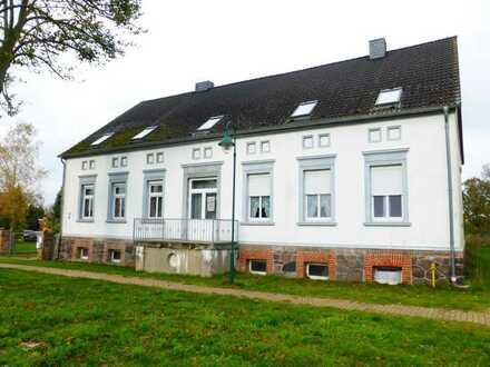 Ruhig gelegene 4-Zimmer-Erdgeschosswohnung mit EBK und Balkon in Gottberg