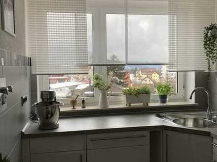 Attraktive 4 Zimmer Wohnung mit Top EBK und Balkon mit schöner Aussicht ab dem 1.5 zu vermieten
