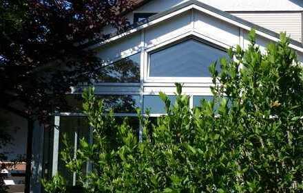 Komfortables Architektenhaus mit herrlichem Wintergarten und Sauna