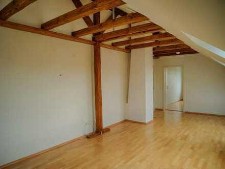 Große 2-Zi. Dachgeschoßwohnung, 85 qm und Einbauküche in Fürth