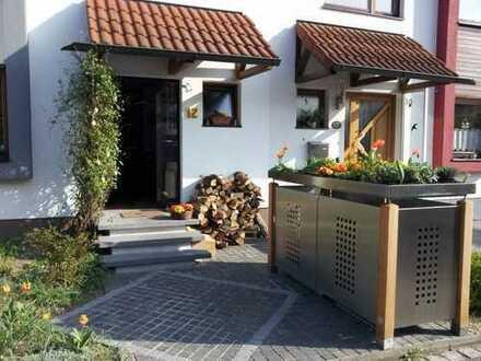 Familienfreundliches RMH in guter Lage in Erlangen-Kriegenbrunn, von privat