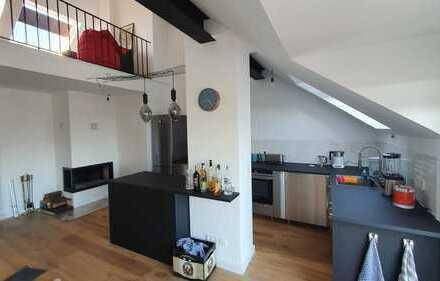 Komplett möblierte, Schöne, geräumige 2.5 Zimmer Wohnung in Frankfurt am Main, Nied