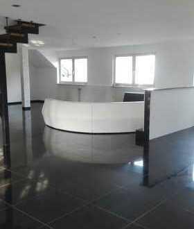 Gepflegte 2-Zimmer-Maisonette-Wohnung mit Balkon in Köln- Delbrück