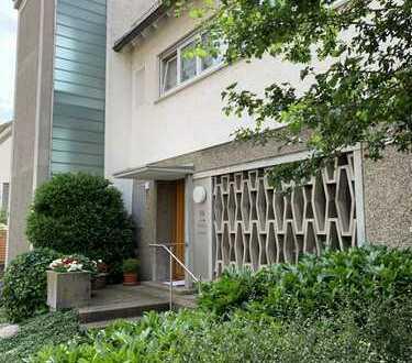 ++ Haus im Haus ++ 6 Zimmer ++ Garten ++ Doppelgarage ++ Stellplatz ++Sauna++