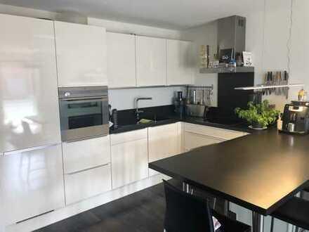 Exklusive, neuwertige 2,5-Zimmer-Wohnung mit Balkon und Einbauküche in Ludwigsburg
