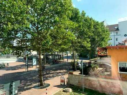 Gemütliche, geräumige und neuwertige 2-Zimmer-Wohnung mit Balkon und EBK in Langen (Hessen)