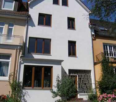 Großzügige 2-Zimmer-Wohnung mit großer Terrasse im gepflegten 3-Familienhaus in Bremen Schwachhausen