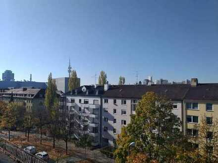**Kleines Juwel unter dem Dach** Kuschelige 2,5-Zimmer-Dachgeschoßwohnung in München Milbertshofen