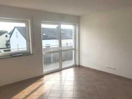 Sehr schöne 3-Zimmer-Dachgeschoßwohnung in Mehrfamilienhaus zu vermieten.