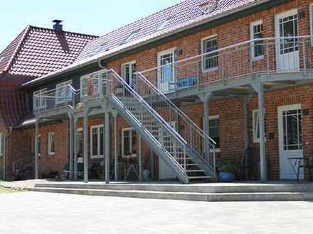 Ansprechende 5-Zimmer-Wohnung mit Balkon und Einbauküche in Handeloh