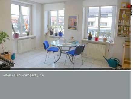 Helle Büro-/Praxisfläche in der Ortsmitte von Penzberg im 1. OG. - ebenerdiger Zugang