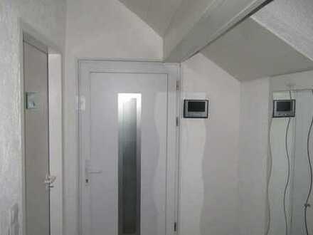 Schöne DG-Wohnung mit Terrasse und Einbauküche in Köln - Dellbrück