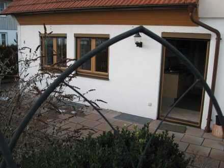 Sonnige Doppelhaushälfte, 4 Zimmer & ausgebautes Dachgeschoß, Einbauküche & Südterrasse zu vermieten