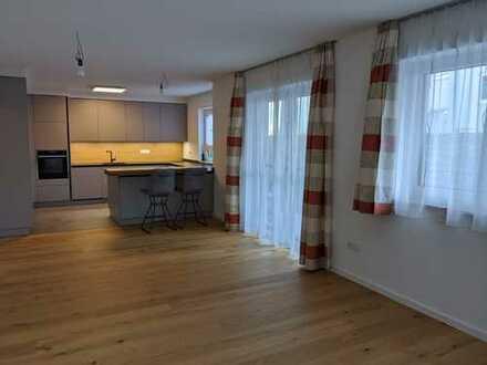Erstbezug mit Einbauküche und Balkon: stilvolle 3-Zimmer-EG-Wohnung in Landshut